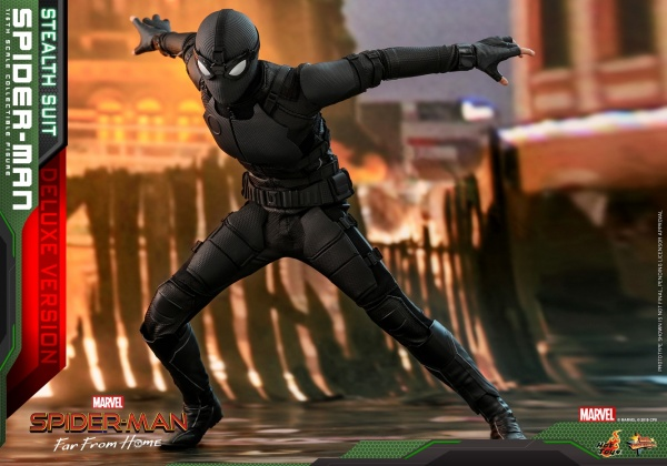 Hot Toys Spider-Man Stealth Suit Figure -springing into action
