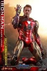 Hot Toys Avengers Endgame Iron Man Mark LXXXV Battle Damaged Figure - on knees