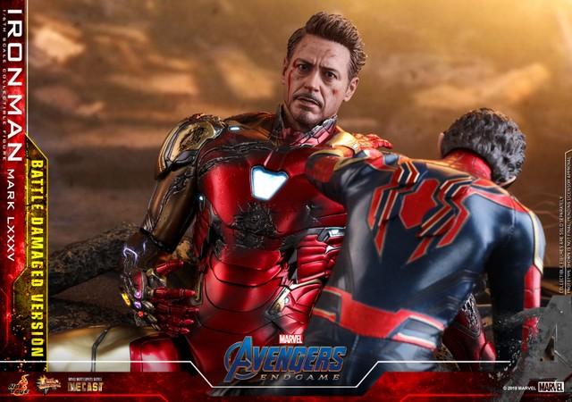 Hot Toys Avengers Endgame Iron Man Mark LXXXV Battle Damaged Figure - with spider-man