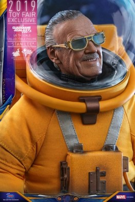 hot toys guardians of the galaxy vol. 2 stan lee figure - close up