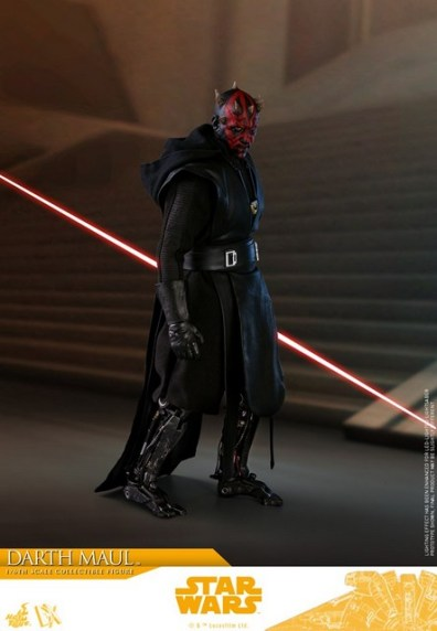 hot toys solo a star wars story darth maul figure - side pose