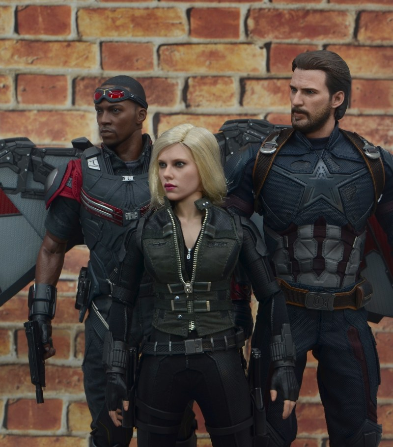 hot toys avengers infinity war black widow figure - chilling with falcon and captain america