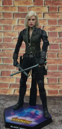 hot toys avengers infinity war black widow figure -on stand