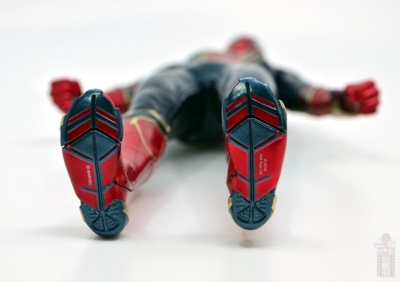 hot toys avengers infinity war iron spider figure review - feet