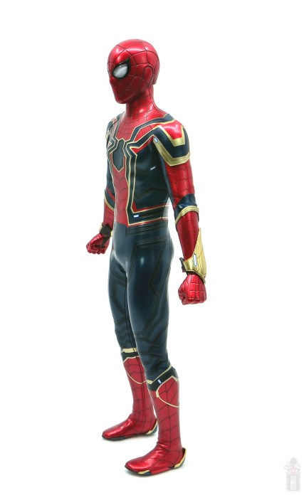 hot toys avengers infinity war iron spider figure review - left side