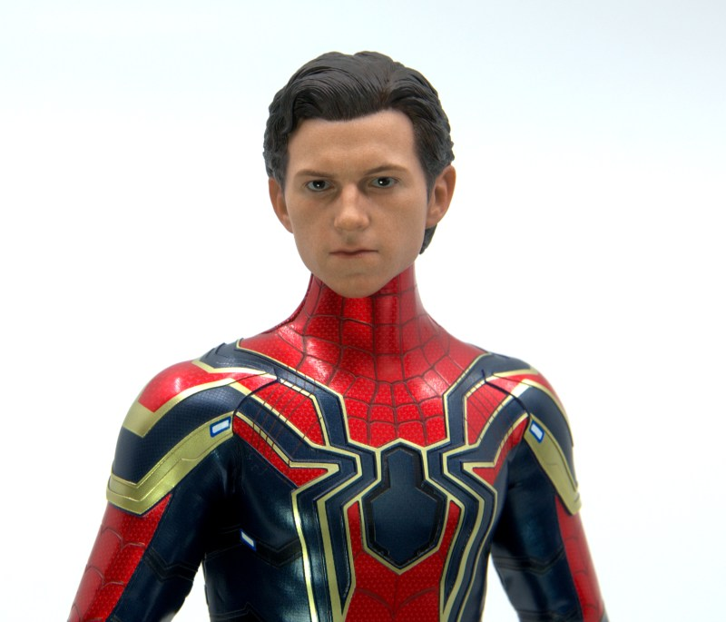 hot toys avengers infinity war iron spider figure review - peter parker close up