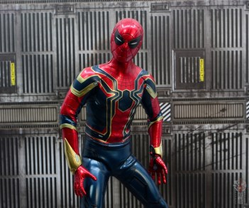 hot toys avengers infinity war iron spider figure review - squinty eyes