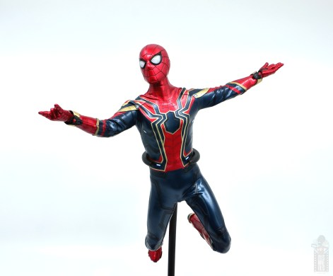 hot toys avengers infinity war iron spider figure review - web slinging