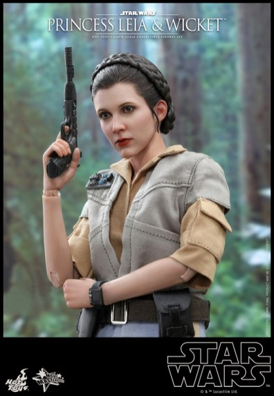 hot toys return of the jedi princess leia and wicket figures - leia in prep outfit closeup
