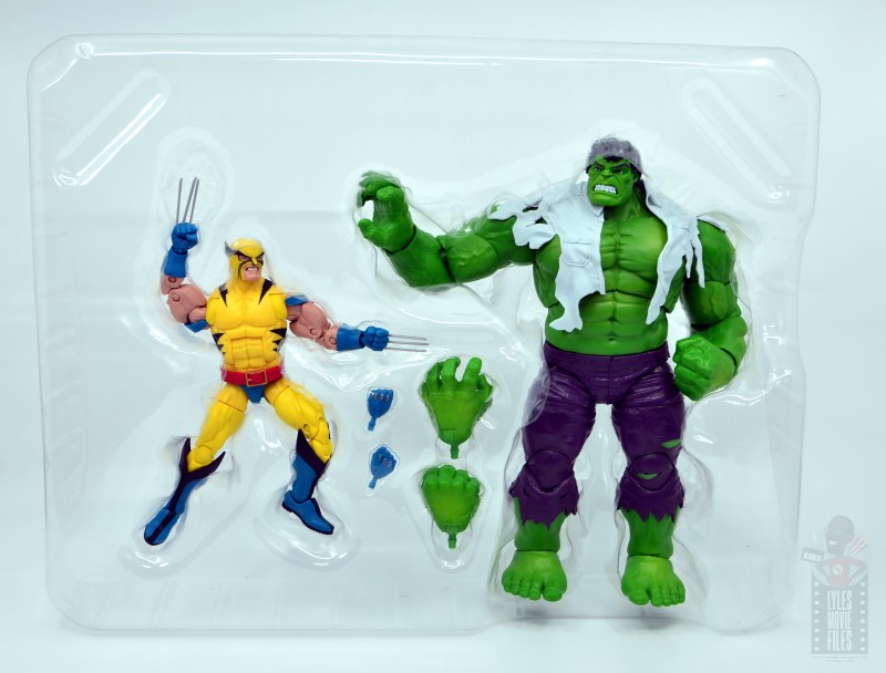 marvel legends hulk vs wolveringe figure review 80th anniversary - figures in tray