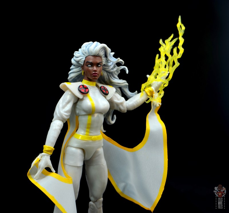 marvel legends storm figure review -lightning bolt accessory