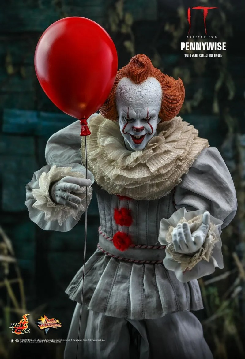 hot Toys it Chapter Two pennywise figure - holding balloon
