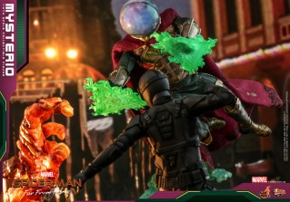 hot toys spider-man far from home mysterio figure - teaming with spider-man