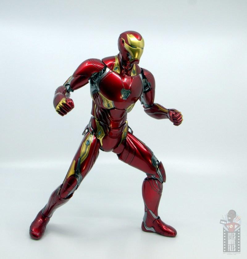hot toys avengers infinity war iron man figure review - battle stance