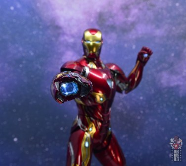 hot toys avengers infinity war iron man figure review - laser cannon lit up