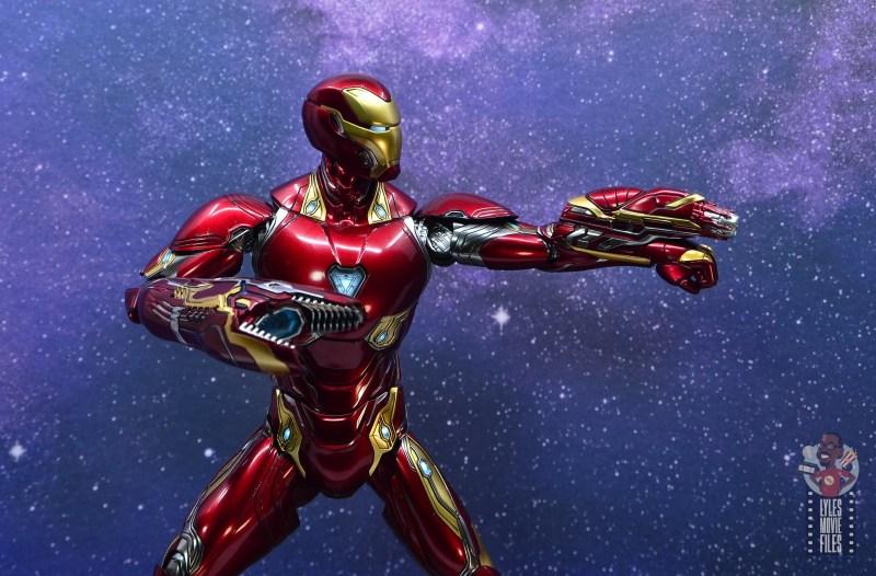 hot toys avengers infinity war iron man figure review - left blaster detail