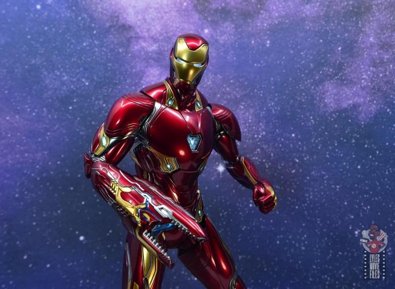 hot toys avengers infinity war iron man figure review - lit up