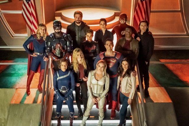 crisis on infinite earths official pics -supergirl, atom, green arrow, alex, the flash, brainiac, batwoman, hank, mia, superman, harbinger, white canary and lois lane