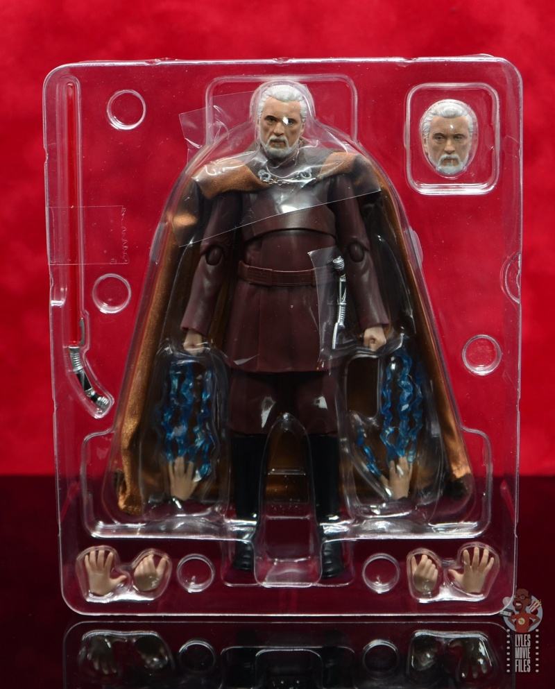 sh figuarts count dooku figure review - accessories in tray