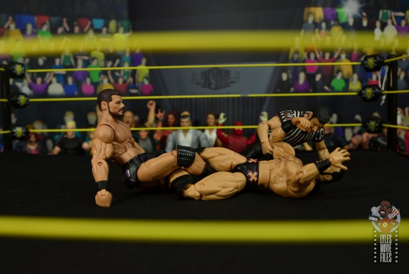 WWE Entrance Greats Bobby Roode figure review - figure four on drew mcintyre