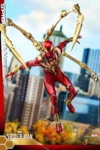 hot toys spider-man iron spider armor figure - landing