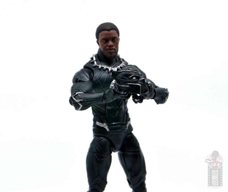 marvel legends black panther civil war 2019 figure review - grabbing helmet
