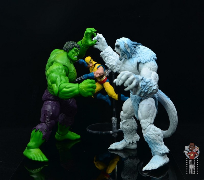 marvel legends wendigo figure review - battling hulk and wolverine