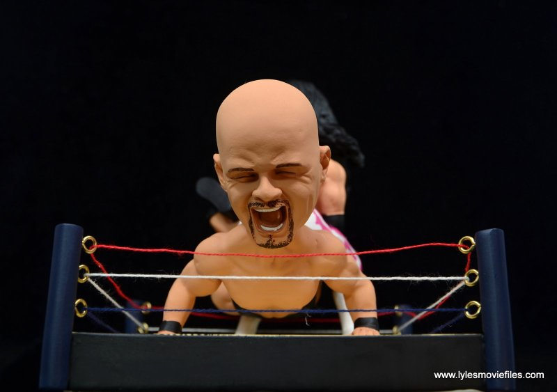 wrestlemania 13 bret hart vs steve austin bobblehead set review - austin close up