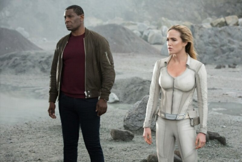 arrow - crisis on infinite earths part four review - j'onn and sara