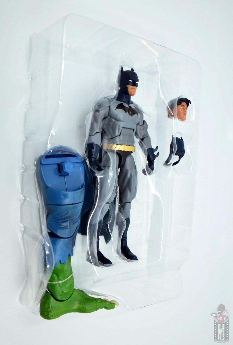 dc multiverse dick grayson batman figure review - accessories in tray