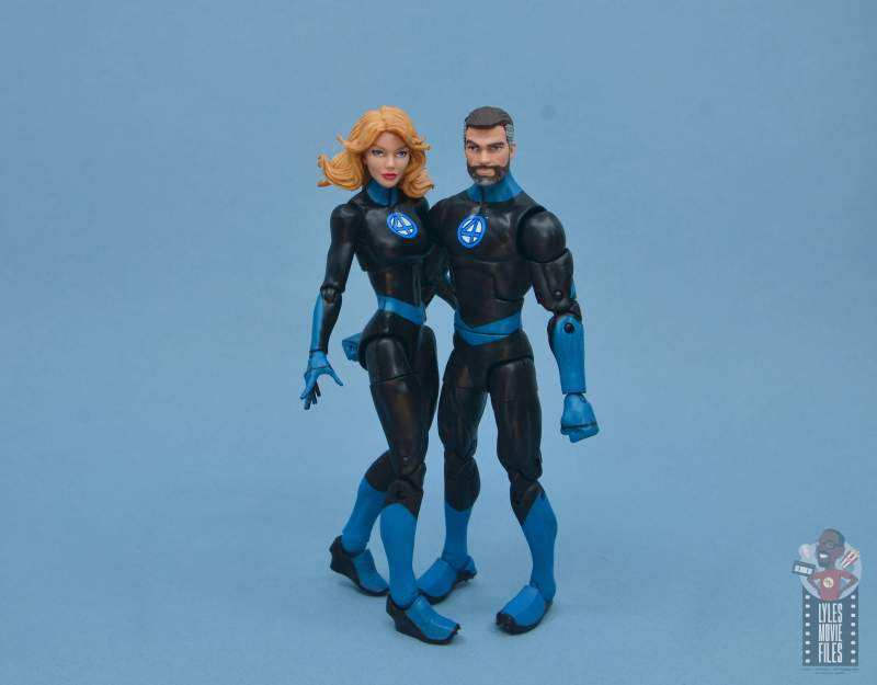 marvel legends invisible woman figure review -chilling with reed