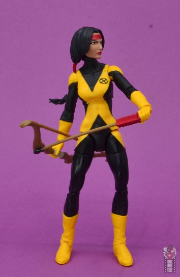 marvel legends dani moonstar figure review - drawing arrow