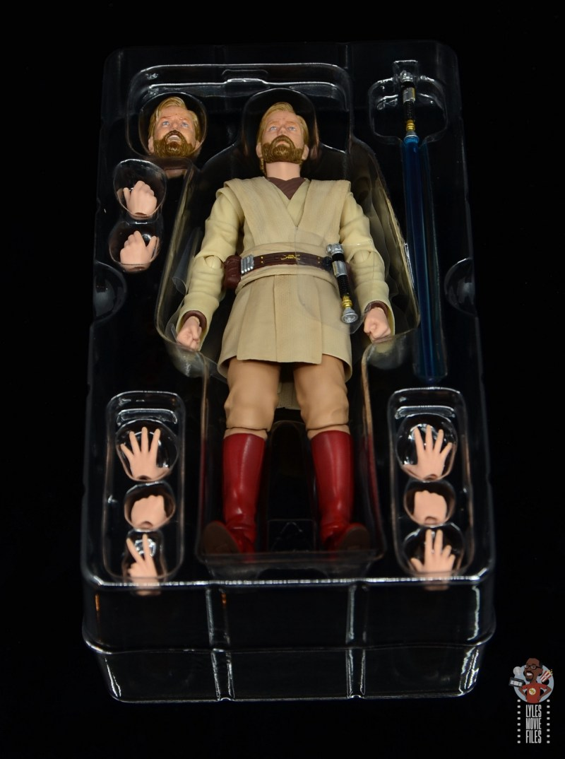 sh figuarts obi-wan kenobi revenge of the sith figure review - accessories in tray