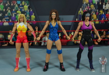 wwe network spotlight wendi richter figure review - scale with medusa and sherri martel