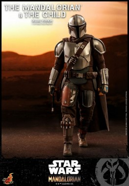 hot toys the mandalorian and the child deluxe figure set - walking
