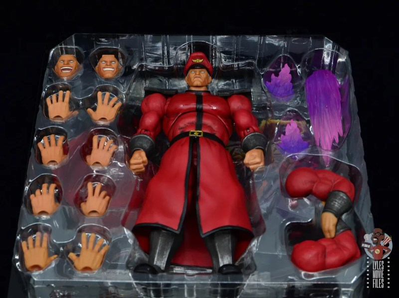 storm collectibles street fighter m. bison figure review - accessories