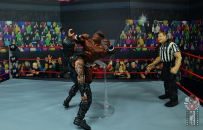 wwe elite 69 bobby lashley figure review - flying crossbody to roman reigns