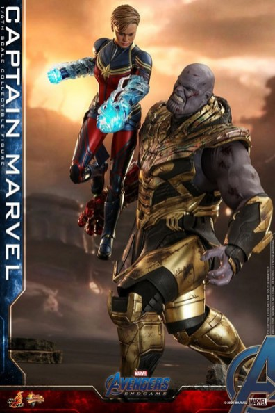 hot toys avengers endgame captain marvel - punching thanos