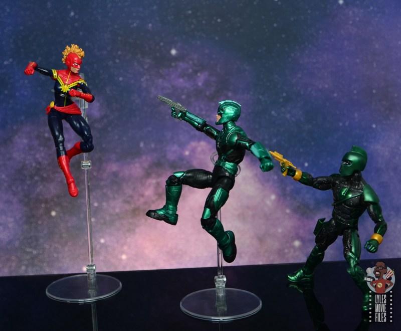 marvel legends yon-rogg figure review - kree vs captain marvel
