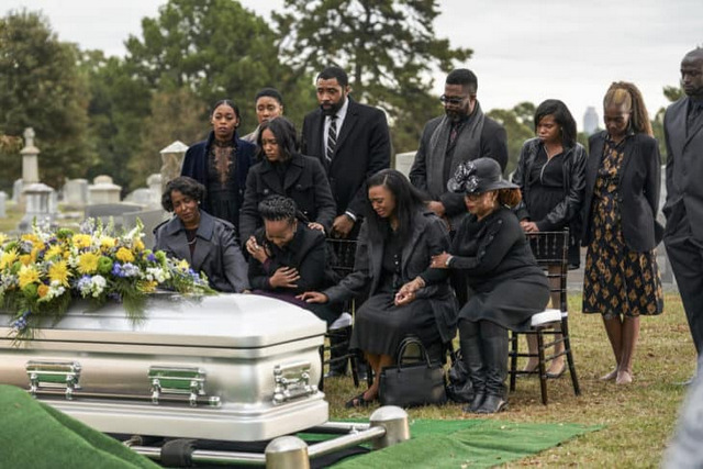 Black-Lightning-The-Book-of-Secrets-Chapter-Two-Just-and-Unjust-review -pierce family at the funeral