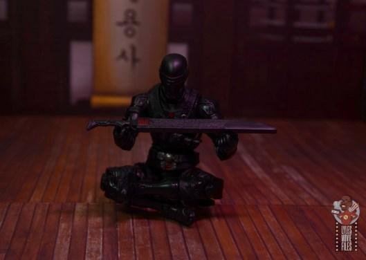 gi joe classified series snake eyes figure review - holding scabbard