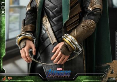 hot toys avengers endgame loki figure - handcuffs
