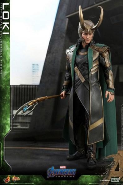 hot toys avengers endgame loki figure - holding staff