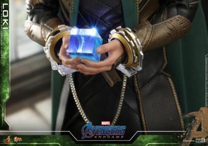hot toys avengers endgame loki figure - tesseract detail