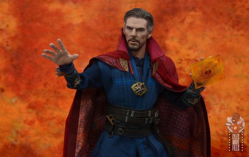 hot toys avengers infinity war doctor strange figure review -bracing for battle