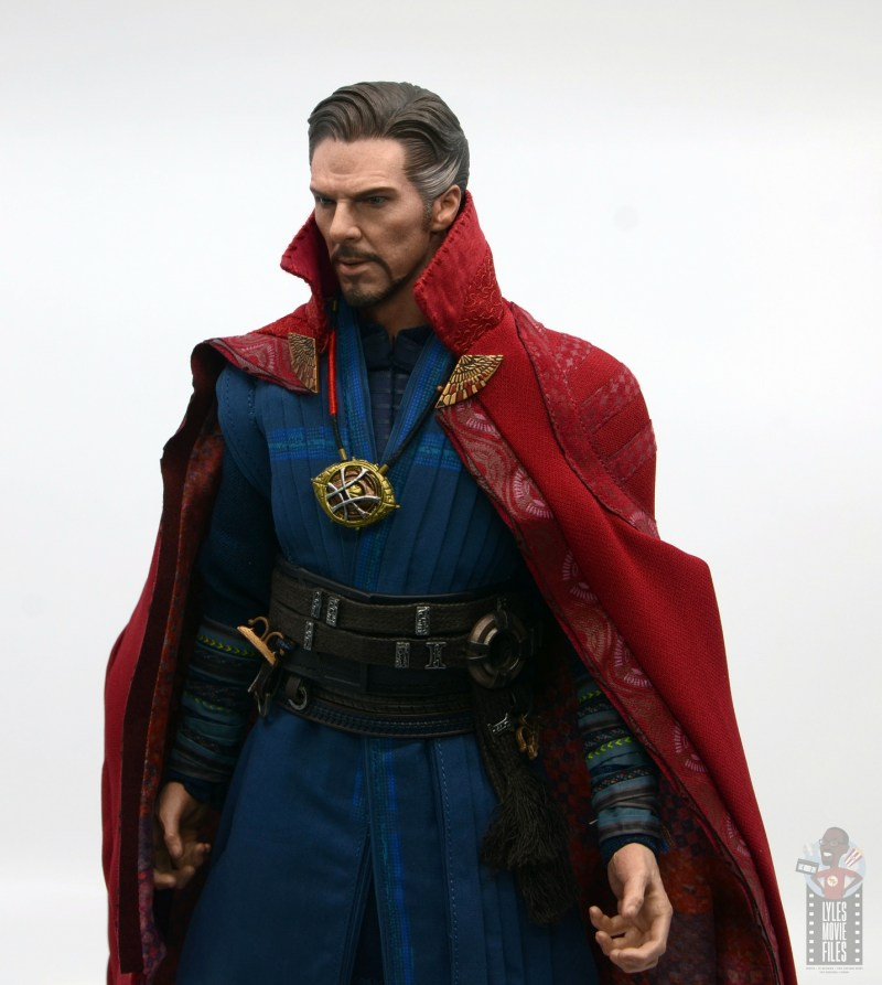 hot toys avengers infinity war doctor strange figure review -cloak details