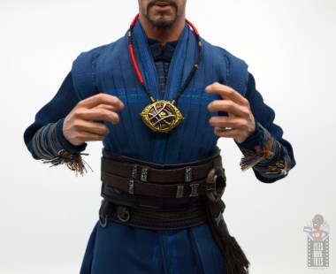 hot toys avengers infinity war doctor strange figure review -eye of agametto closed