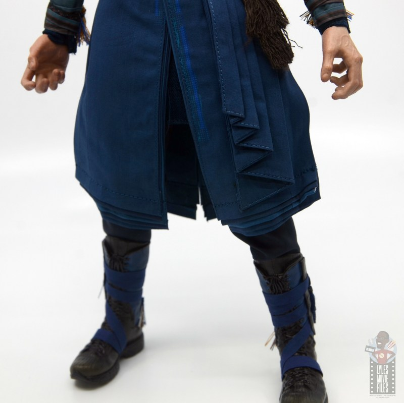 hot toys avengers infinity war doctor strange figure review -tunic pleating