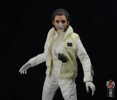 hot toys star wars hoth princess leia figure review - breathing mask on