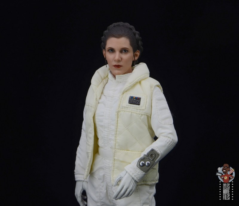 hot toys star wars hoth princess leia figure review -glancing to the side